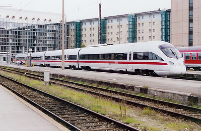 605 016 at Munich HBF on 12th October 2003