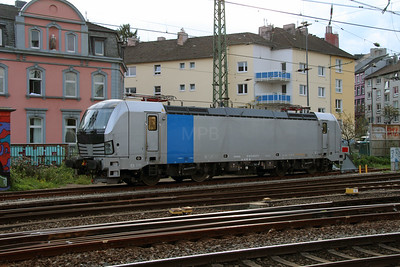 193 811 (91 80 6193 811-7) at Aachen Hbf on 6th October 2014 (6)