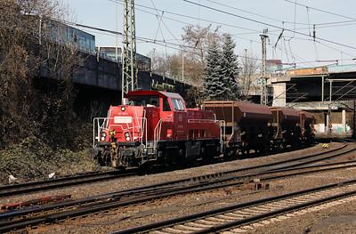 261 028 (92 80 1261 028-5 D-DB) at Hamburg Harburg on 22nd March 2017 (2)