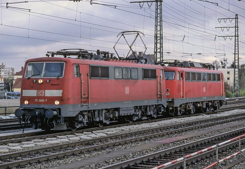 DB 111-066 + 110-343 Munchen Pasing 30 October 2008