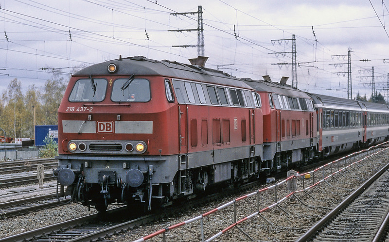 DB 218-437 + 218-421 Munchen Pasing 30 October 2008
