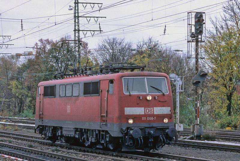 DB 111-066 Munchen Pasing 30 October 2008