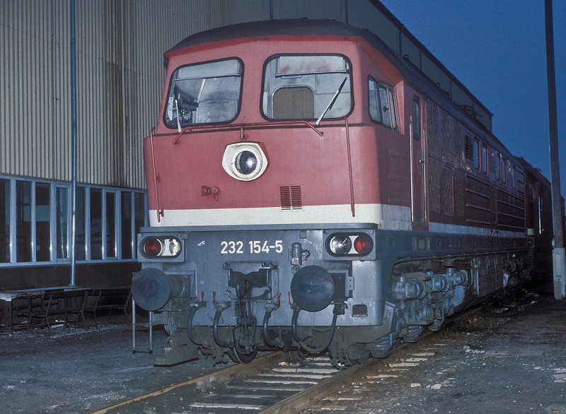 232.154 is stabled at Bw Magdeburg on 26 November 1992
