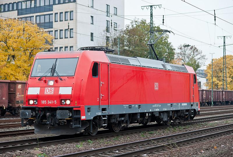 DB 185-341 passes light engine