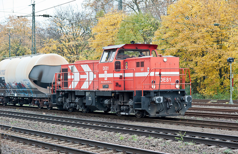 Plenty of action from HGK (Hafen & Guterverkehr Koln) available at this location - DE81 starts the action heading south