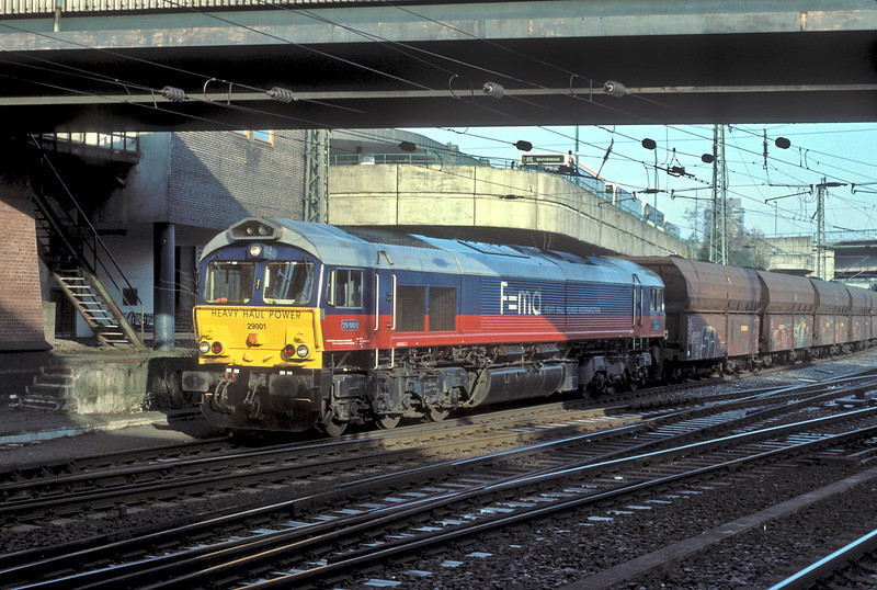 Working her regular duty from Hamburg to Lahde Heavy Haul Power International JT42CWR 29001 'Robert J.G. Savage' passes through Hamburg Harburg on 8 March 2006