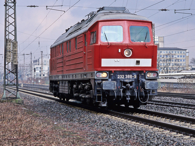 DB 232.388 passes Oberhausen West on 2 March 2010