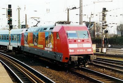 101 035 at Koln Hbf on 2nd March 2001