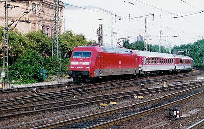 101 074 at Hamburg Hbf on 26th July 1998