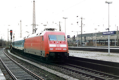 101 033 at Wanne Eickel HBF on 19th February 2000