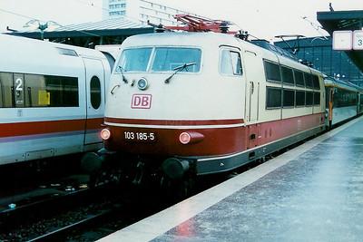 103 185 at Berlin Zoologischer Garten on 12th December 1997