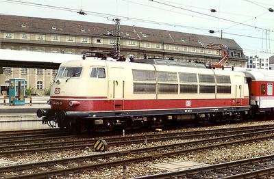 103 126 at Munchen Hbf on 27th May 1992