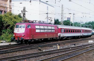 103 101 at Hamburg Hbf on 26th July 1998