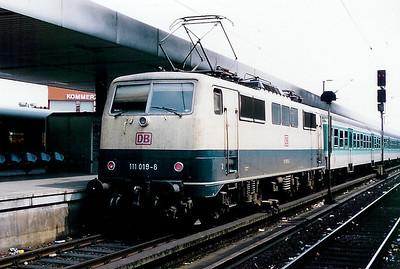 111 019 at Koln Hbf on 26th July 1998