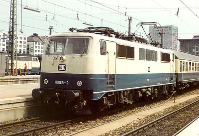 111 059 at Munchen Hbf on 27th May 1992