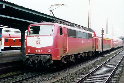 111 132 at Wanne Eickel HBF on 19th February 2000