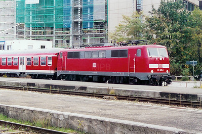 111 022 at Munich HBF on 12th October 2003