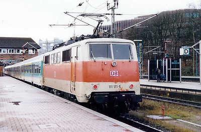 111 171 at Kiel HBF on 10th December 1999