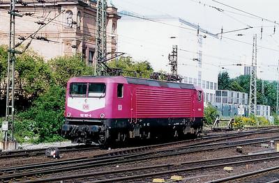 112 187 at Hamburg Hbf on 26th July 1998