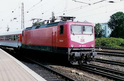 112 131 at Hamburg Hbf on 26th July 1998