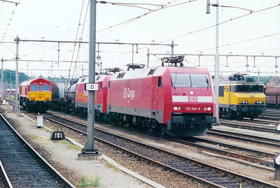 152 046 at Venlo on 12th July 2002