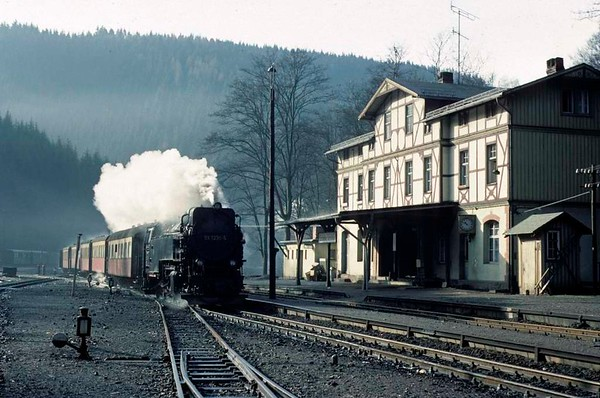 Deutsche Reichsbahn 99 7236, Eisfelder Talmuhle, Sat 12 February 1977 1.  Arriving with the 1006 Nordhausen - Hasselfelde.  Photo by Les Tindall.
