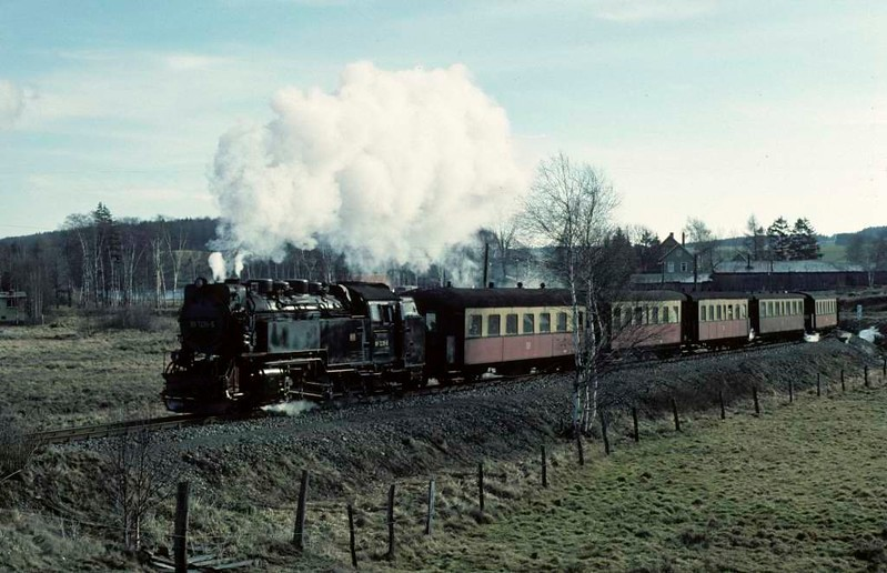Deutsche Reichsbahn 99 7236, leaving Stiege, Sat 12 February 1977.  Four kilometers from Hasselfelde.  Photo by Les Tindall.