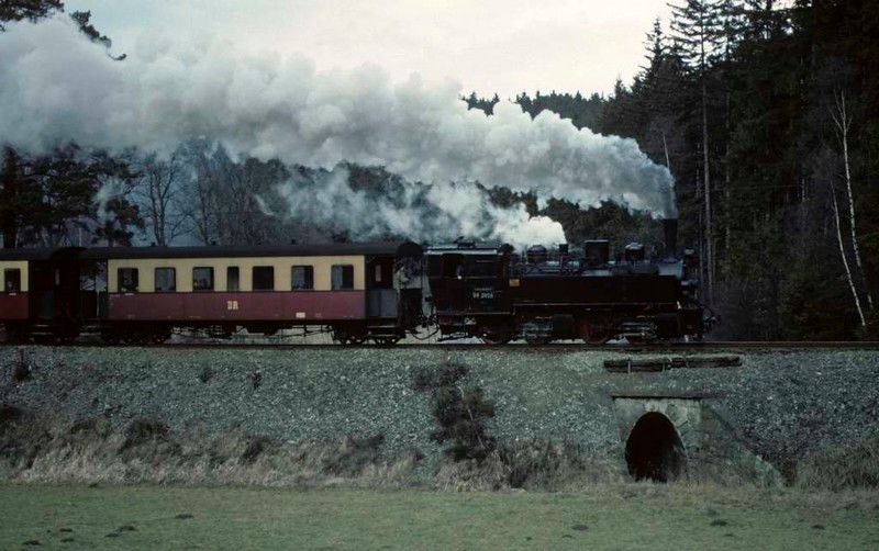 Deutsche Reichsbahn 99 5906, climbing from Alexisbad to Harzgerode, Sat 12 February 1977.  A late afternoon train.  Photo by Les Tindall.