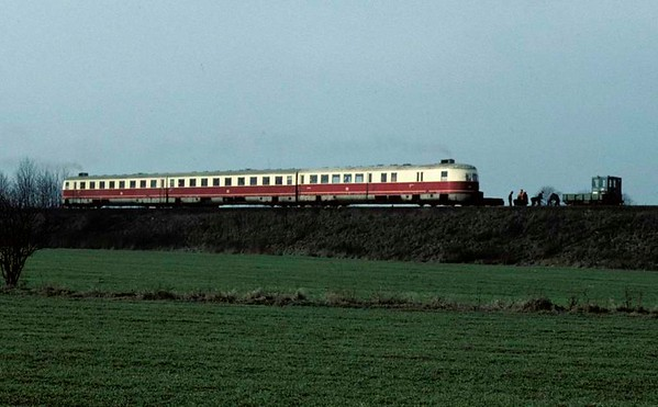 Deutsche Reichsbahn 183xxx, near Schonefeld, east Berlin, Fri 11 February 1977.  One of the pre-war high speed diesel trains passes a track gang.  Photo by Les Tindall.