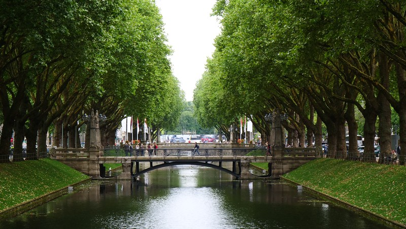 The canal that runs down the middle of Königsalle in Düsseldorf.