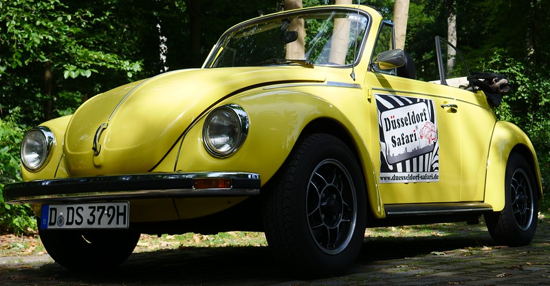 You can tour Düsseldorf on a VW Beetle.