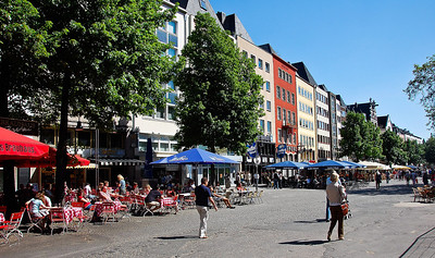 cologne-street-scene-shops