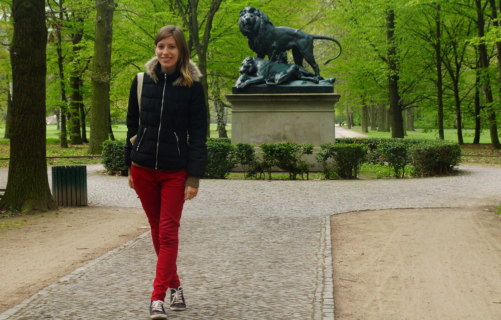 Audrey posing by the Tiergarten Lion Statue