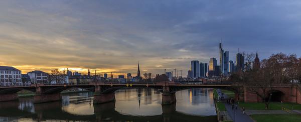 Frankfurt Skyline & Harbour in winter