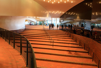 Elbphilharmonie, Innenplaza
