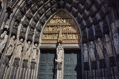 cologne-cathedral-entry-way