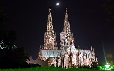 cologne-cathedral-moon-