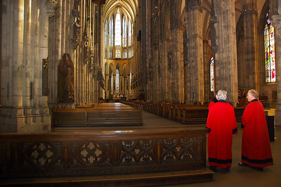 cologne-cathedral-priests-