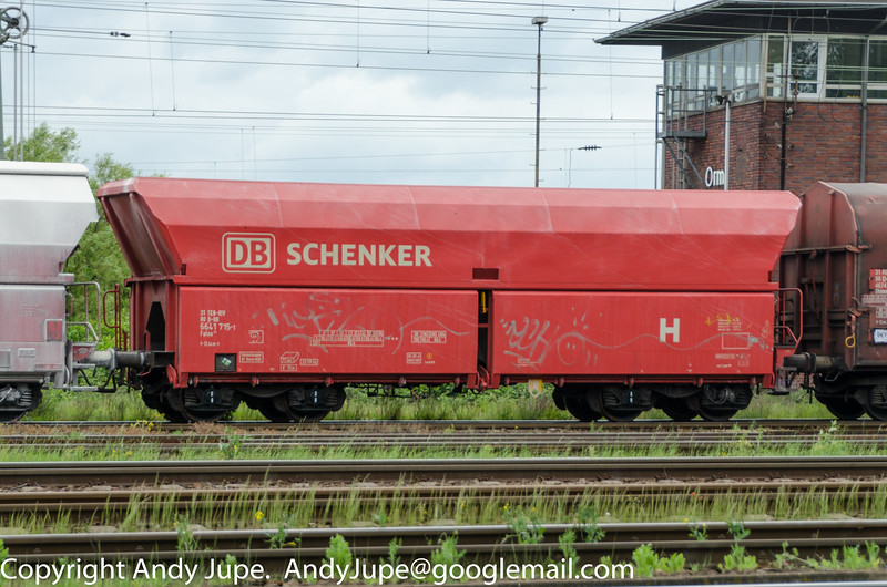 With just a bodyside H symbol, German registered Falns 31 80 6641 715-1 passes Oberhausen Mathilde (D) on the 8th of May 2014