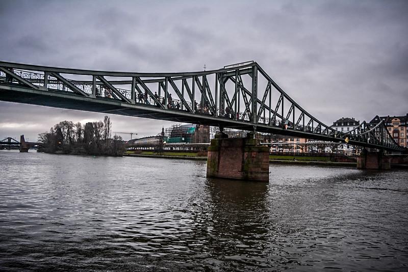 Frankfurt am main river