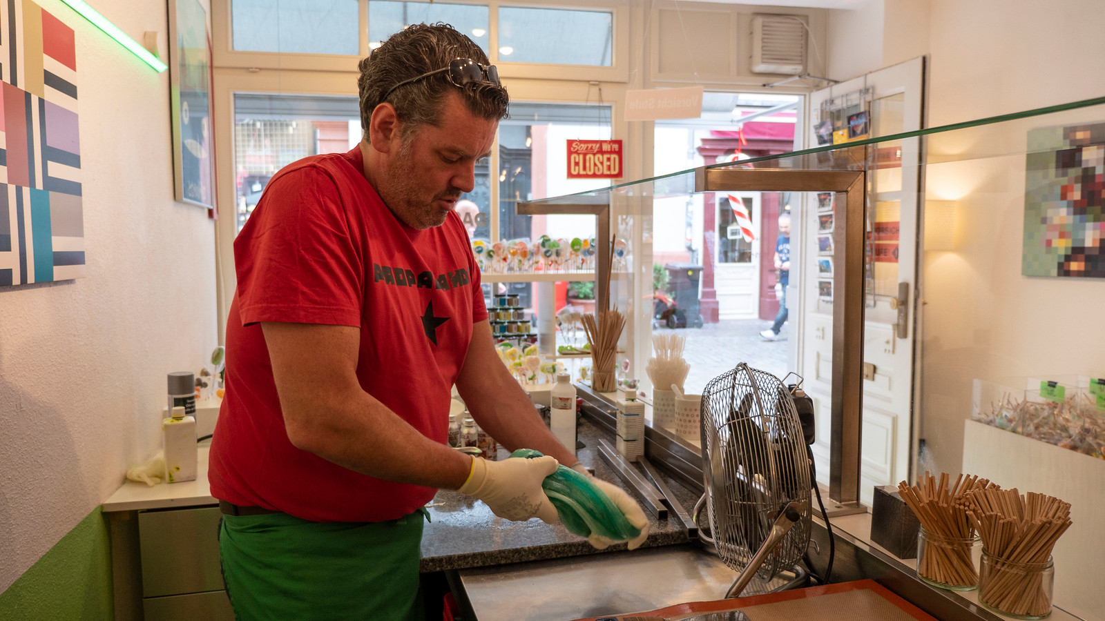 Spectacular Things to Do in Heidelberg Germany - Making candy at Heidelbonbon