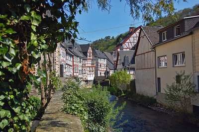 german-town-houses-creek