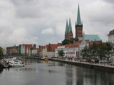 View along the Holstenhafen, Petrikirche (closest) and Marienkirche