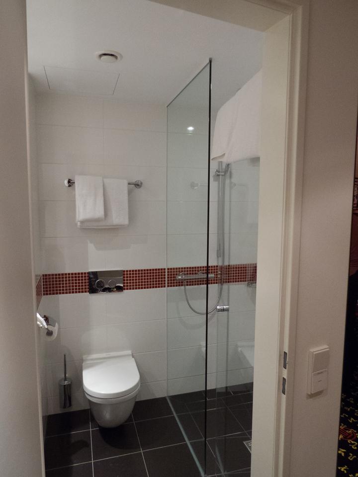 Modern bathroom at the angelo Hotel