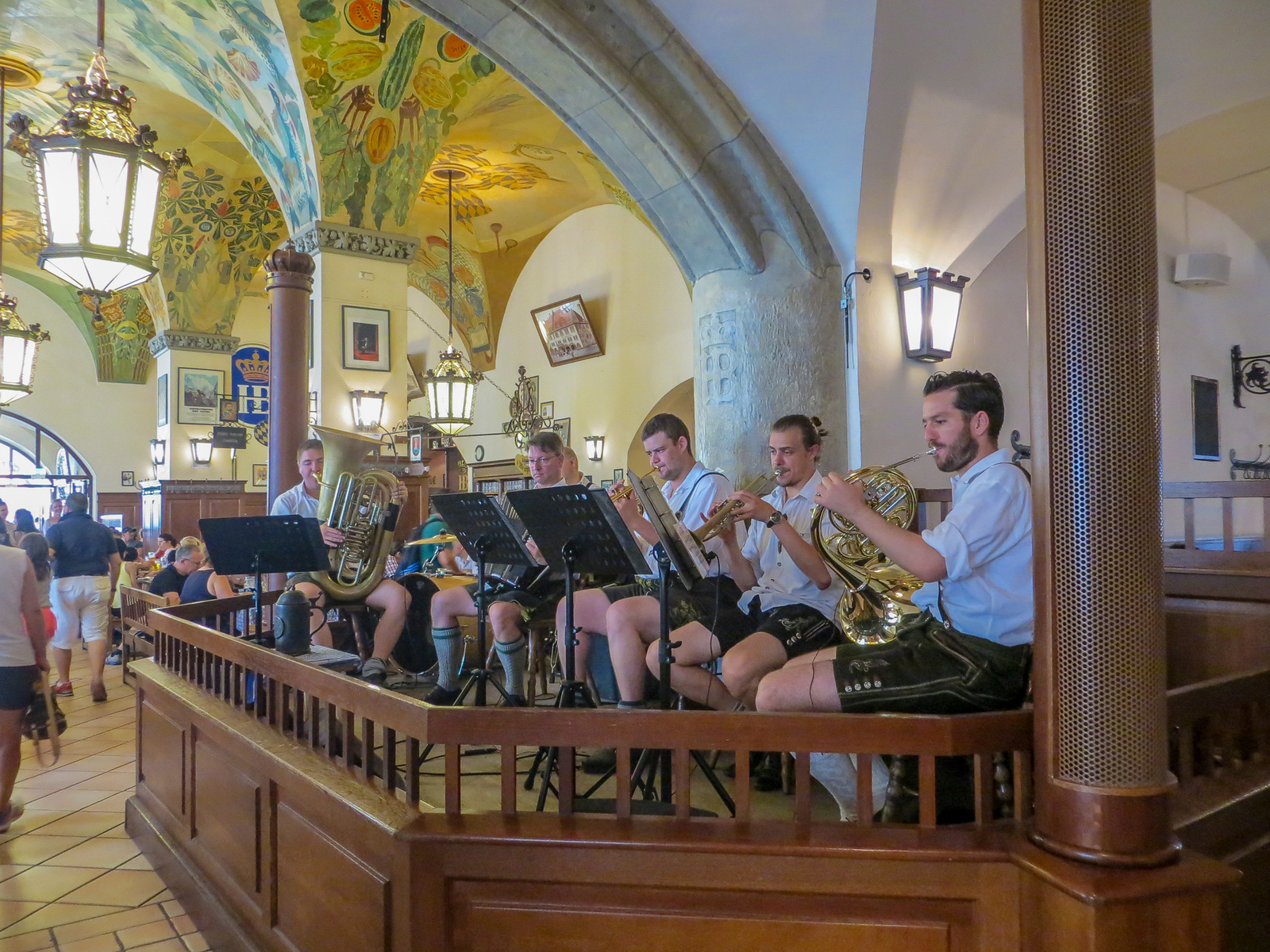 see a big band playing on your city break munich