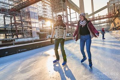 Eislaufen auf der Eislaufbahn Zeche Zollverein in Essen im Ruhrgebiet