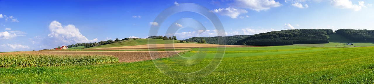 Sirchingen Schwaebische Alb Farmhouse Sky Cloud Field Green Fine Art Photography Gallery - 002373 - 14-09-2007 - 17829x4013 Pixel