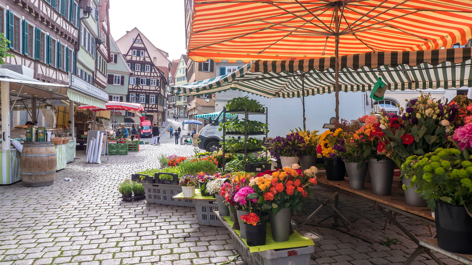 Farmer's market at Marktplatz. Things to do in Tubingen Germany.
