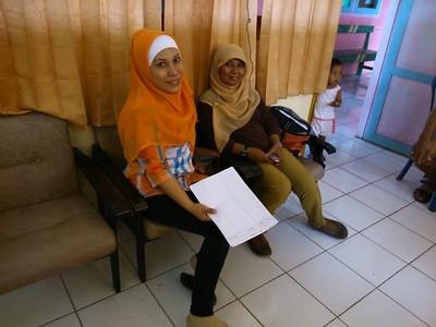 Medewerkers van de Dinas Kesehatan Gezondheidsdienst tijdens screening