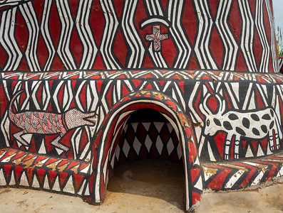 Sirigu Painted Village-Each design has meaning.